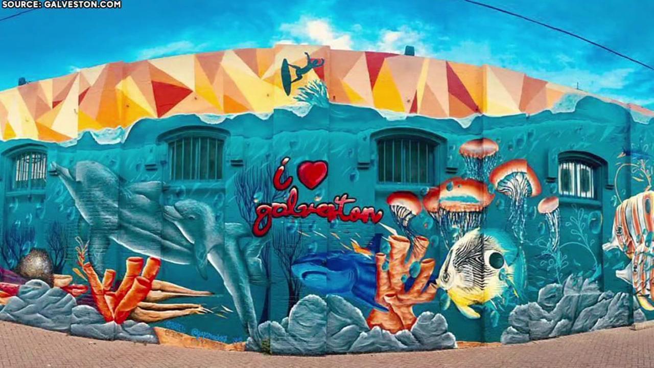 New mural shows love for Galveston