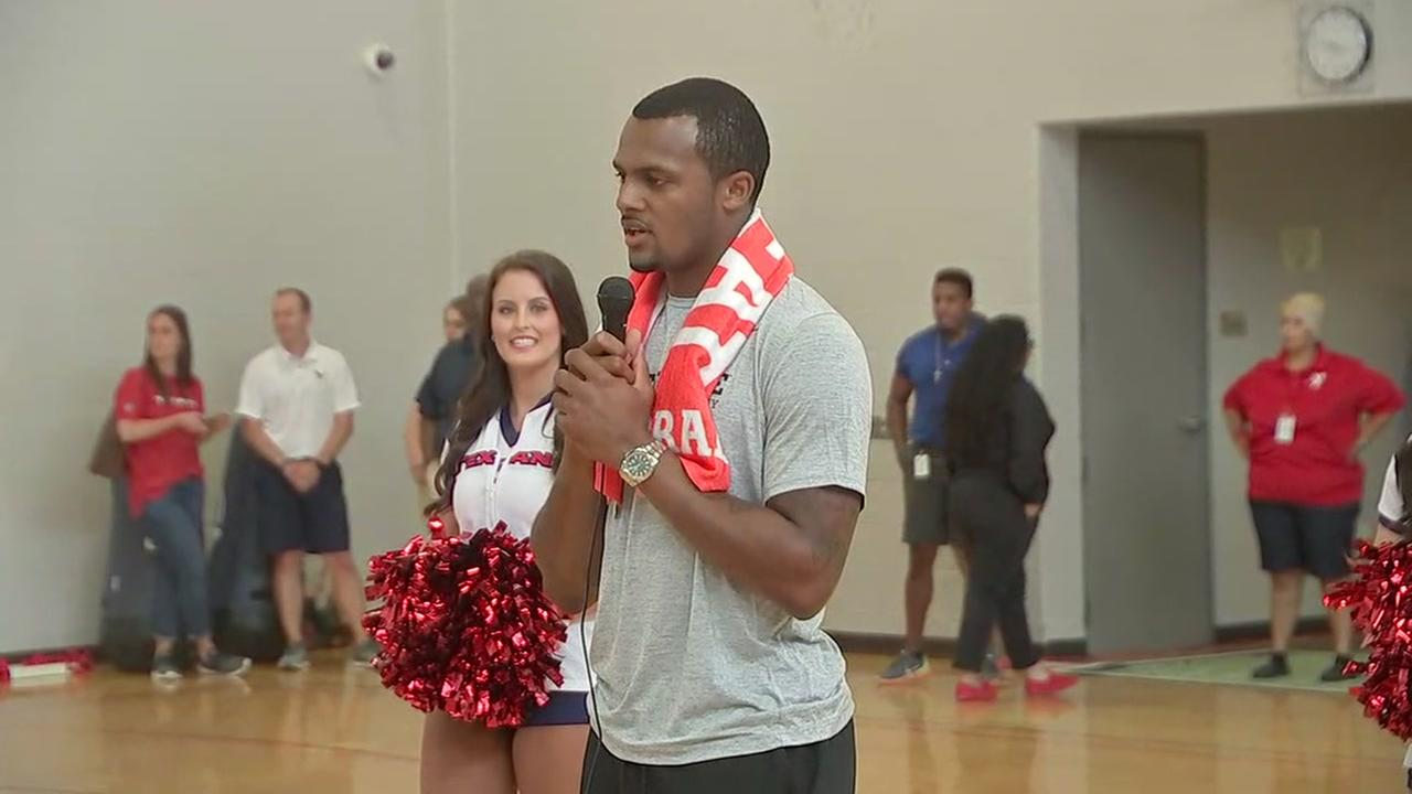 Deshaun Watson speaks to YMCA on importance of hydration