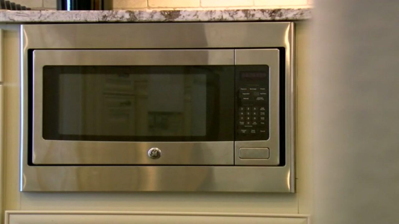 Woman sends warning after 2 microwaves catch fire