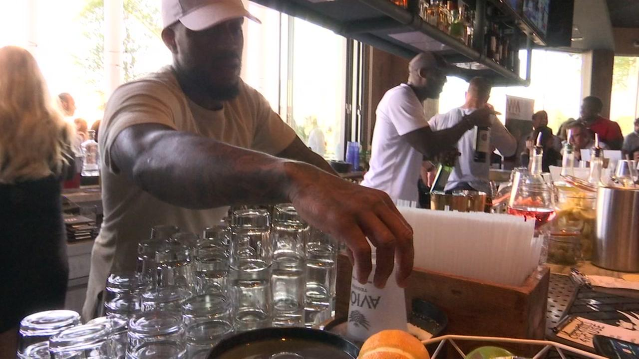 Mercilus and Texans teammates bartend for good cause