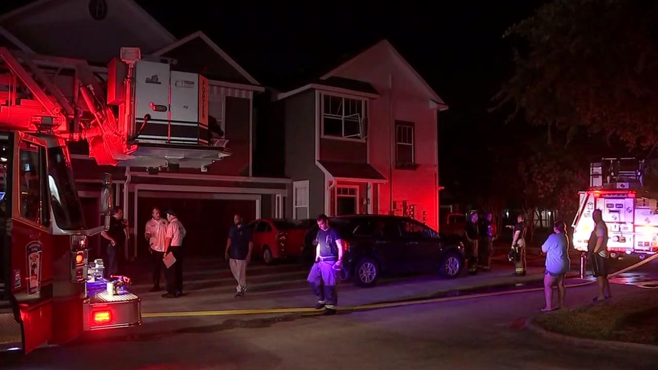 Woman dies in apartment fire