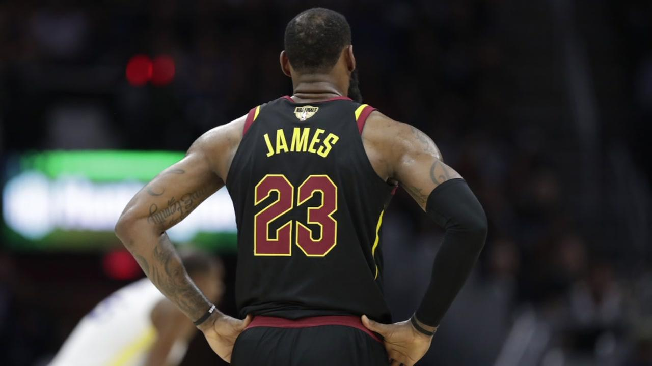LeBron James opts out of contract to enter free agency