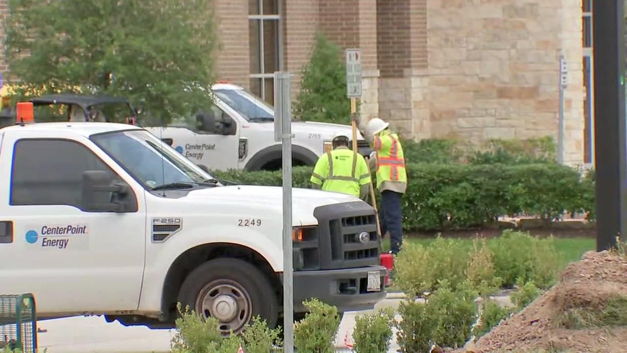 Gas leak closes businesses and roads in northwest Harris County