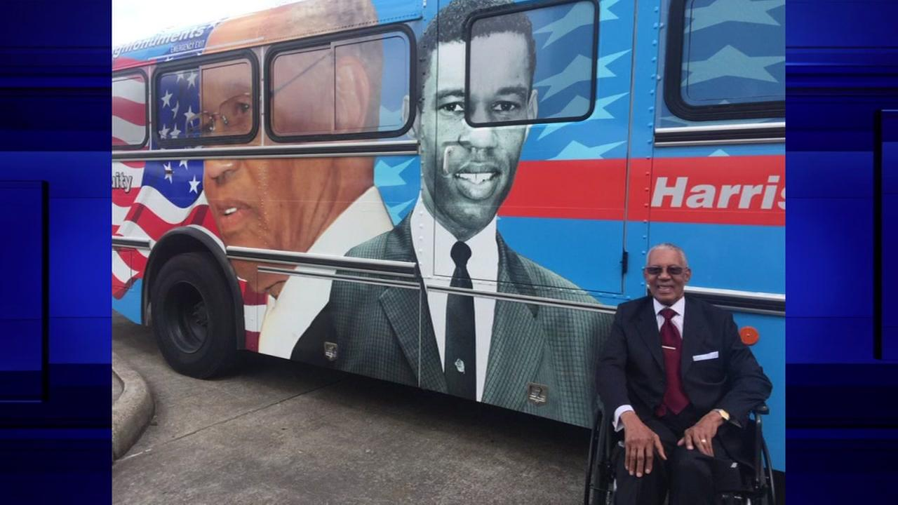 Pastor and civil rights leader Bill Lawson honored with image on bus