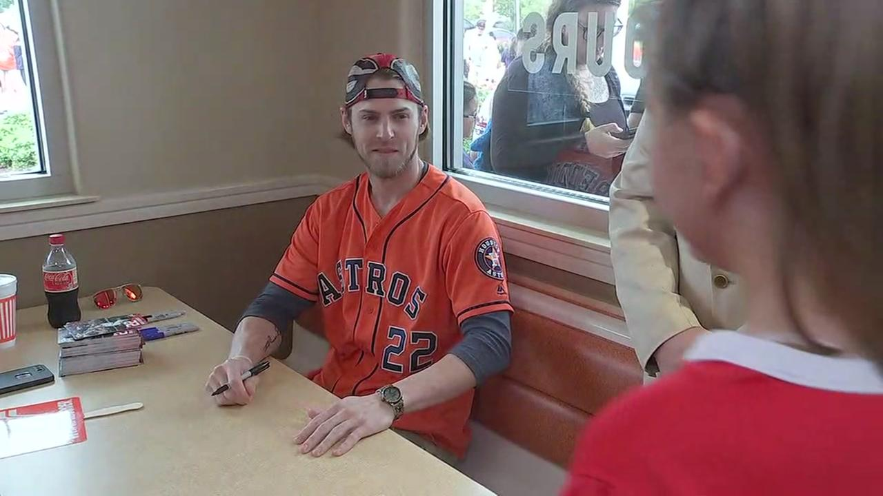 Josh Reddick holds autograph session at Whataburger Monday