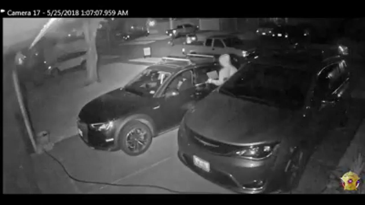 Search for car burglars in Katy