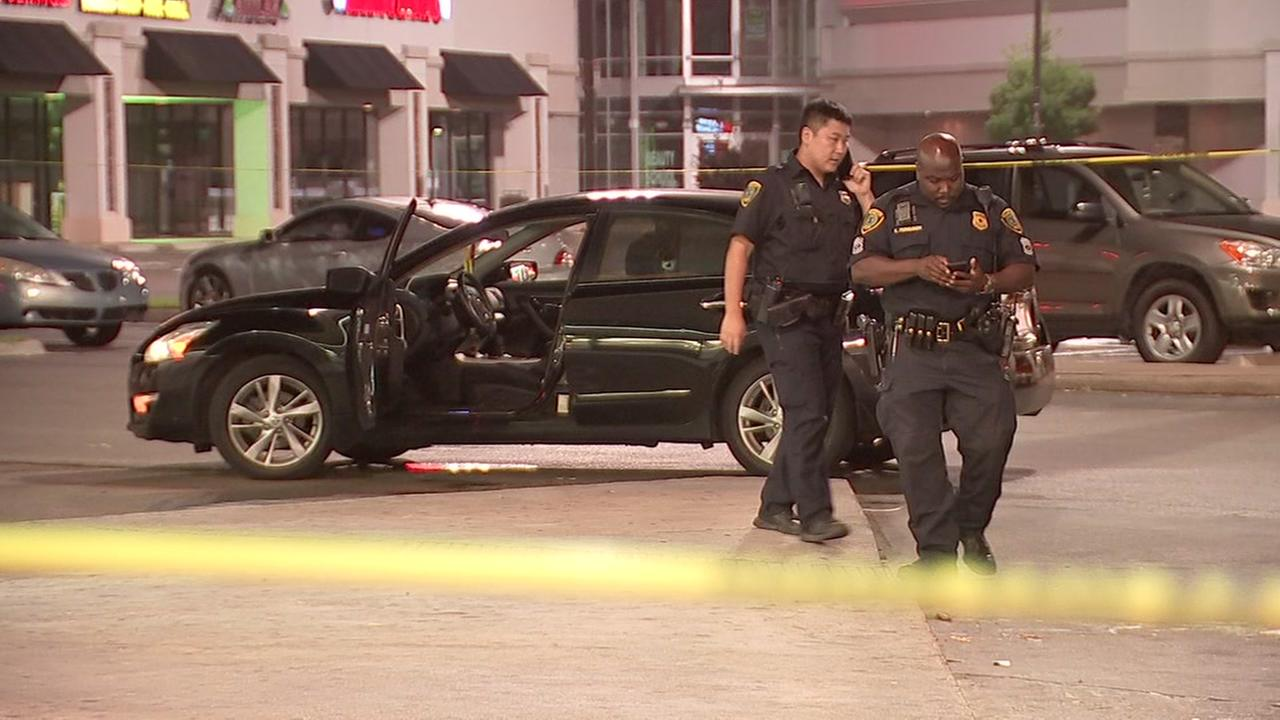 Woman shot in attempted robbery in southwest Houston