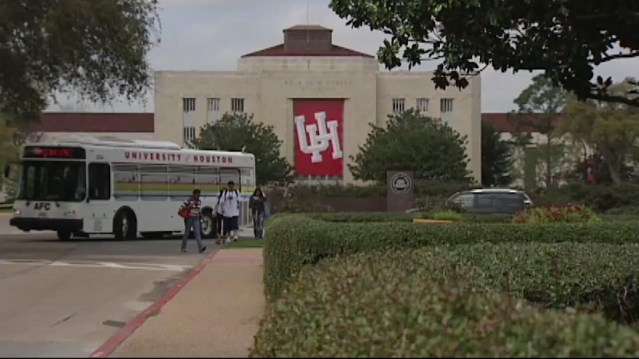Anonymous donor gifts free tuition to UH medical students