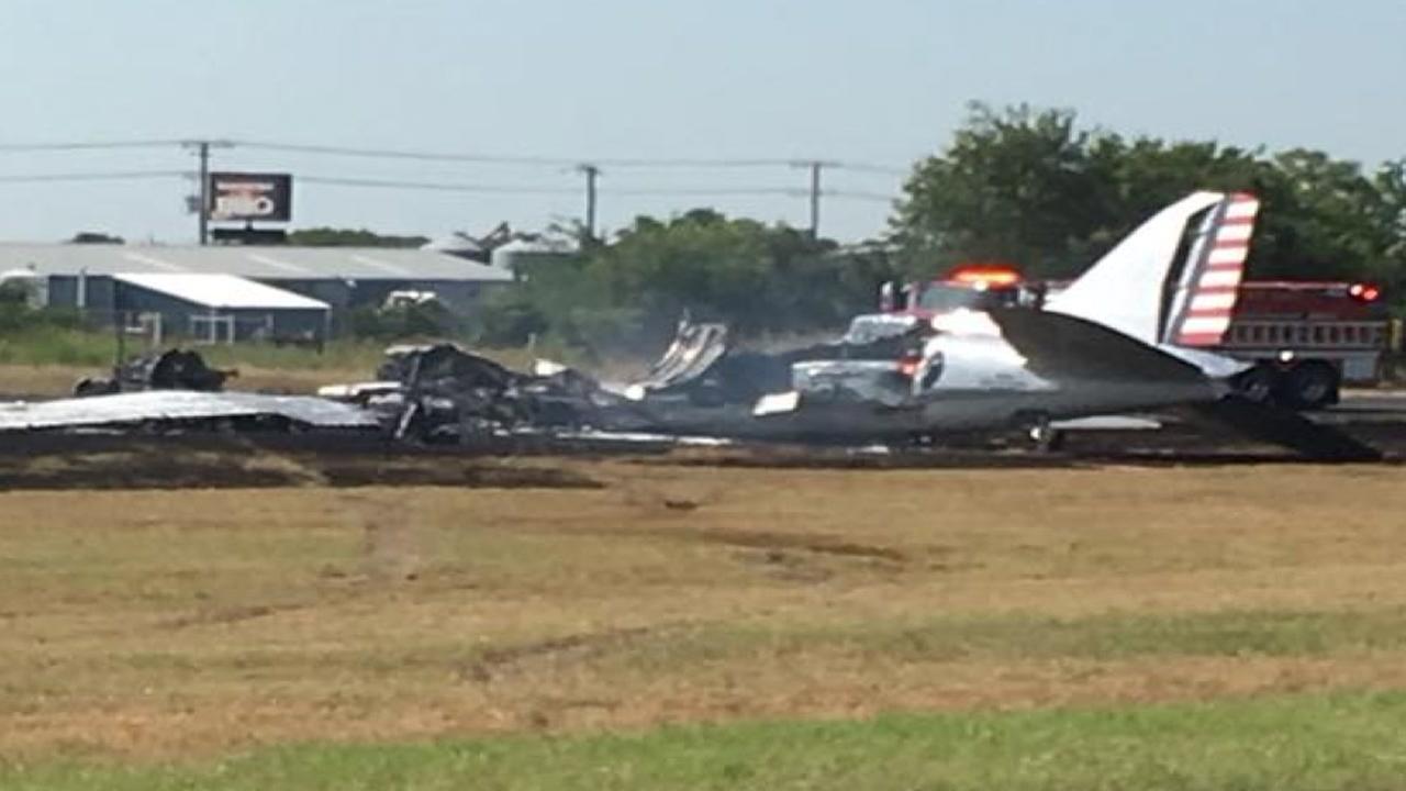 13 people survie plane crash near Austin county