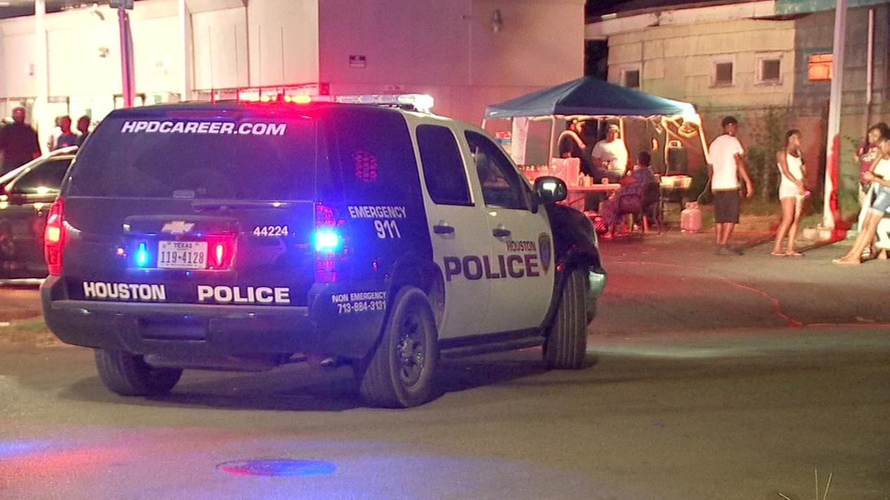 2 people shot at block party in NE Houston