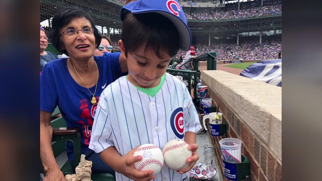 Cubs give young fan signed ball after missing out on foul ball