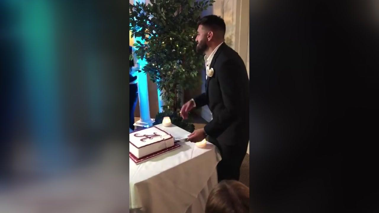 Alabama fan opens cake to find LSU coloring