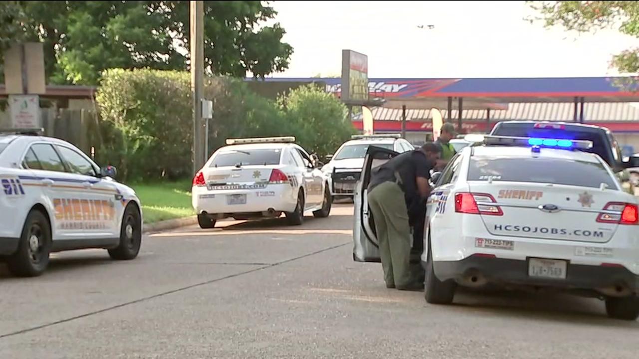 5 robbery suspects taken into custody in north Houston