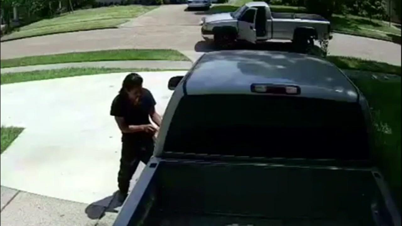 Camera captures thief use screwdriver to get away with truck