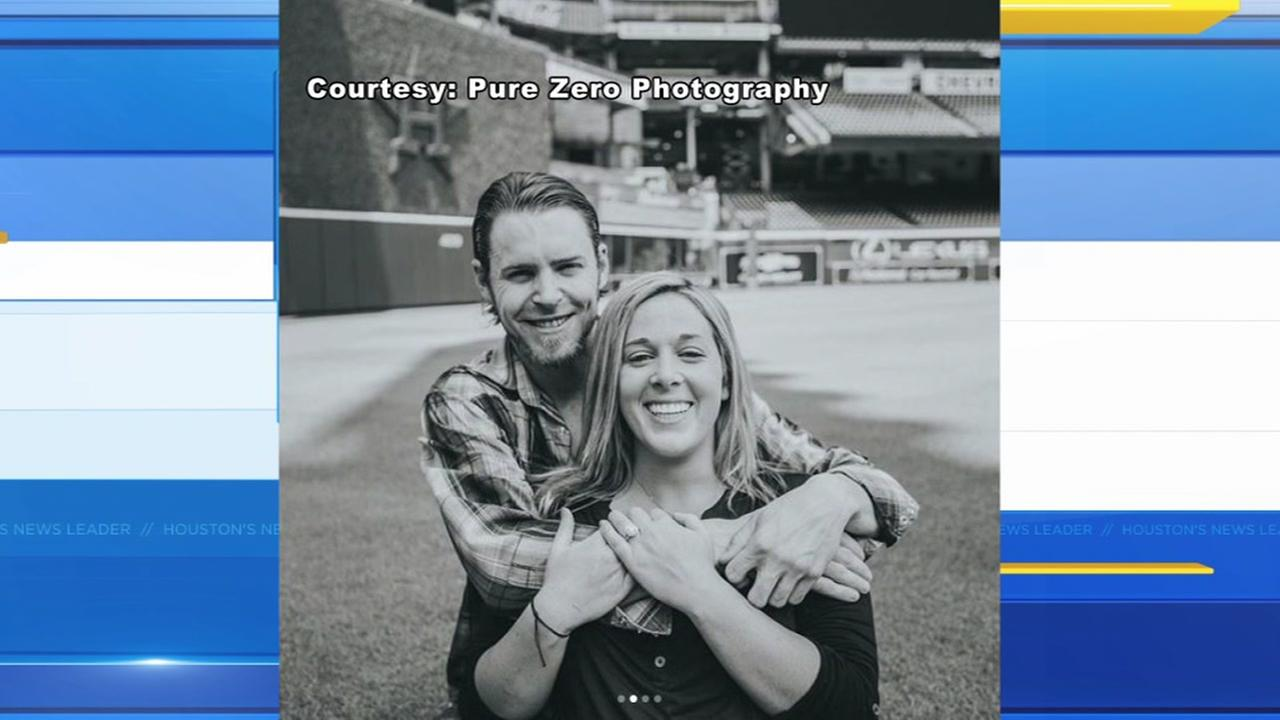 Josh Reddick shares engagement photos with fiance taken at Minute Maid Park