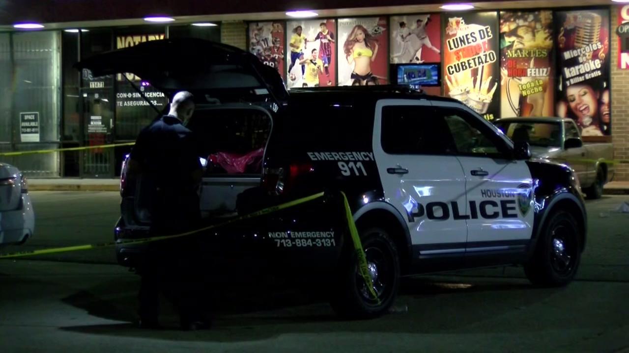 Security guard fatally shoots man outside a sports bar