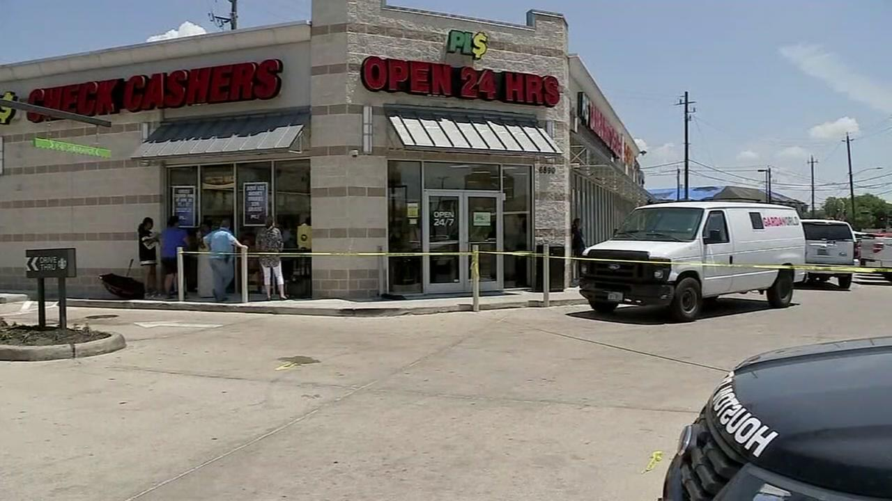 Armored truck driver shoots and kills attempted robber at cash store in SE Houston