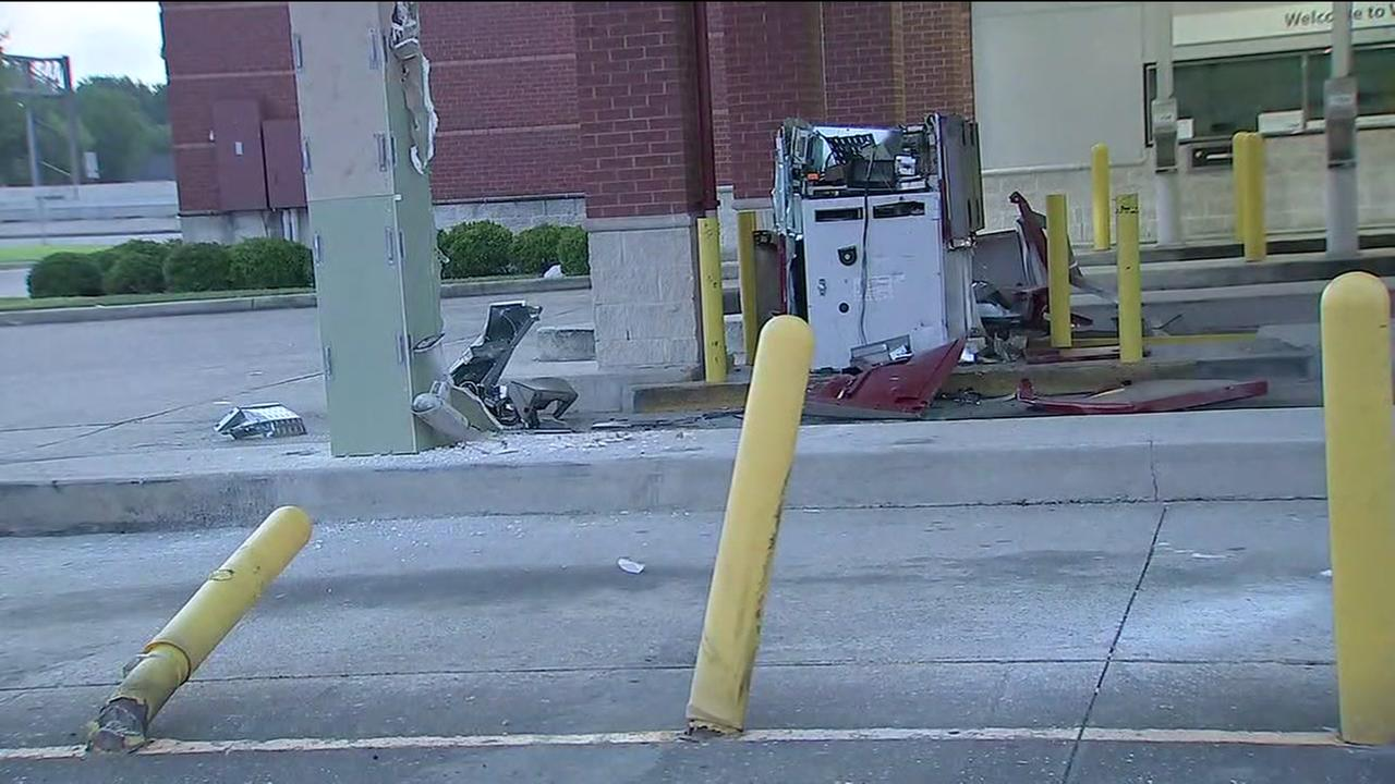 Thieves use forklift to steal ATM from Wells Fargo