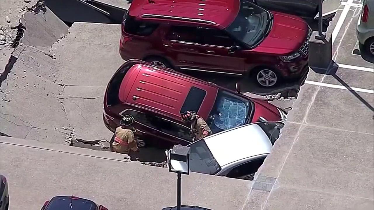 Parking garage collapses in Irving