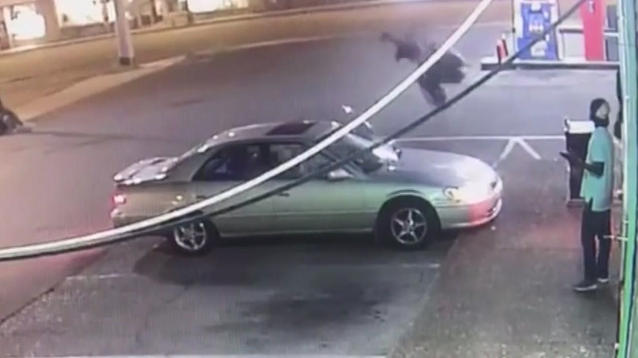 Man attacks womans car when she rejects him