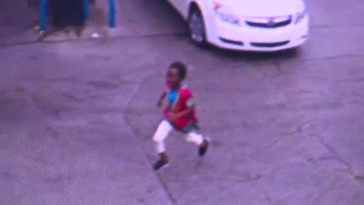 Little girl escapes car jaker