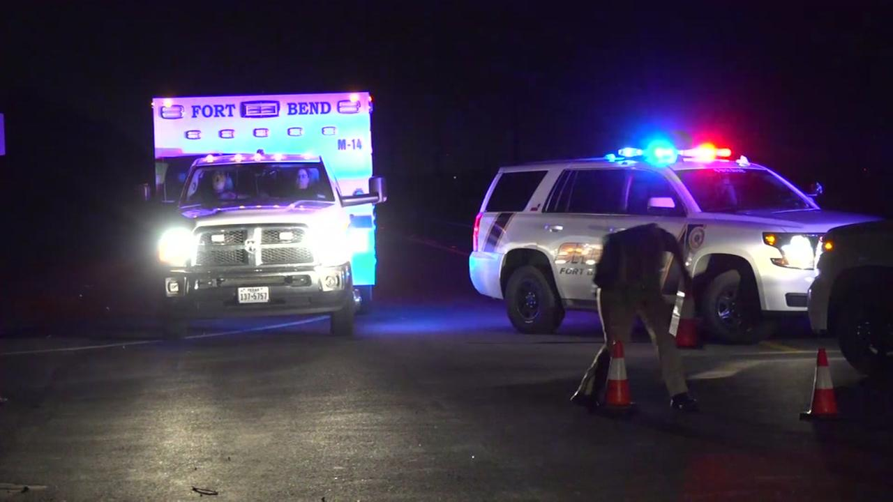2 killed in crash in Fort Bend County