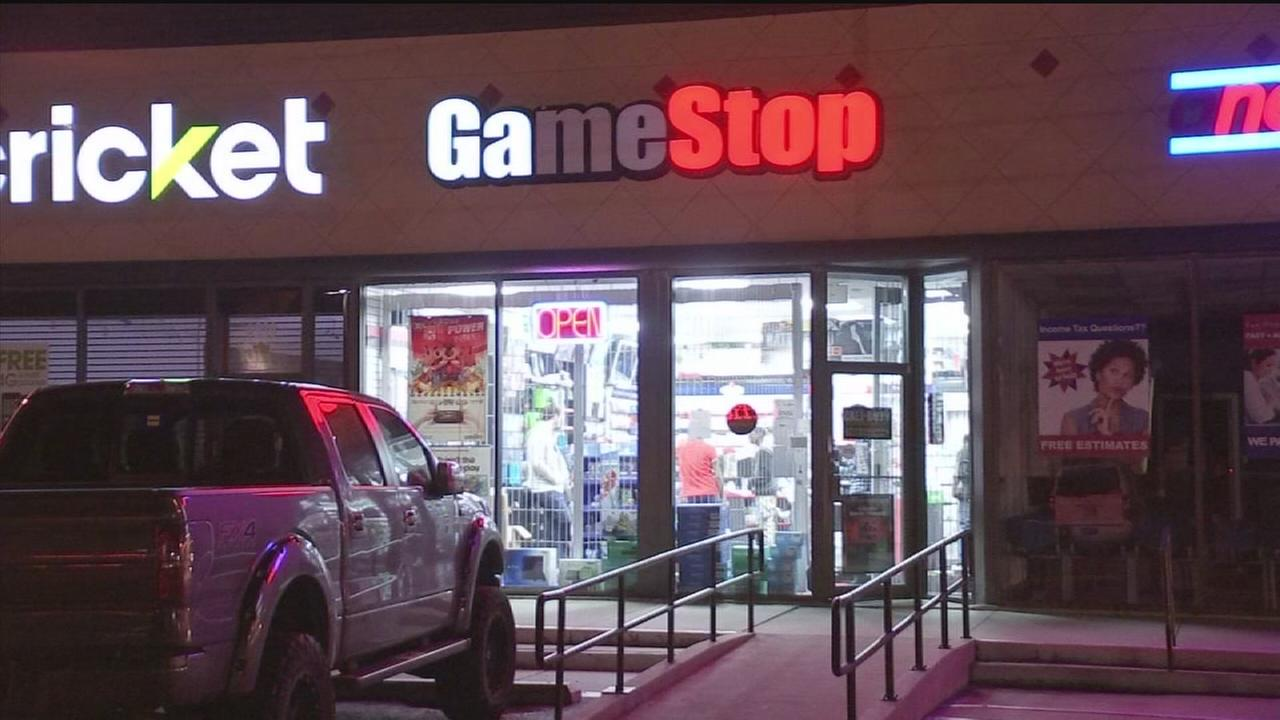 Armed Robbers Target Customers Waiting For Video Game Release