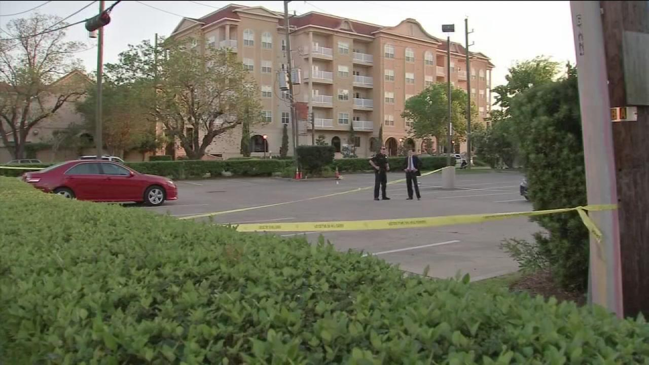 Suspect guns down woman in parking lot