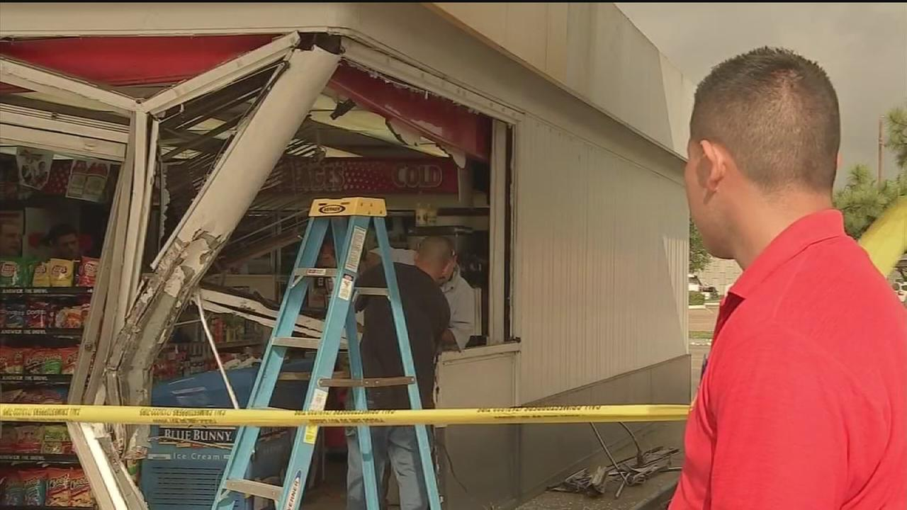 Smash-and-grab suspects still sought