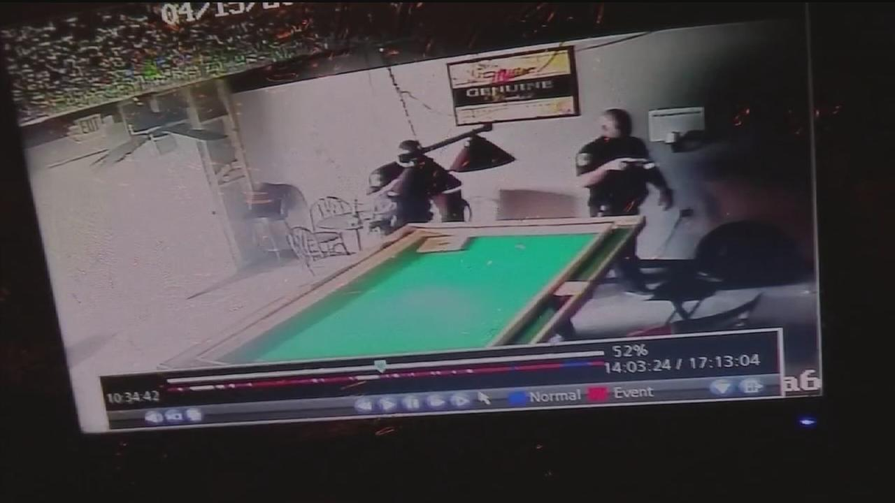 Owner: Officers broke into game room, stole thousands in cash