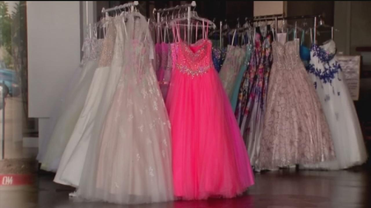 Store shoppers left without cash, prom dress