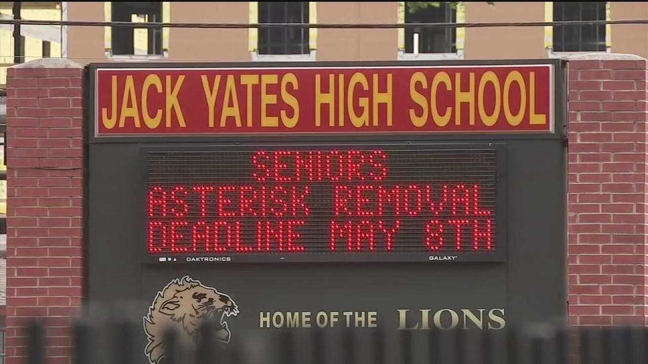 Yates principal announces resignation