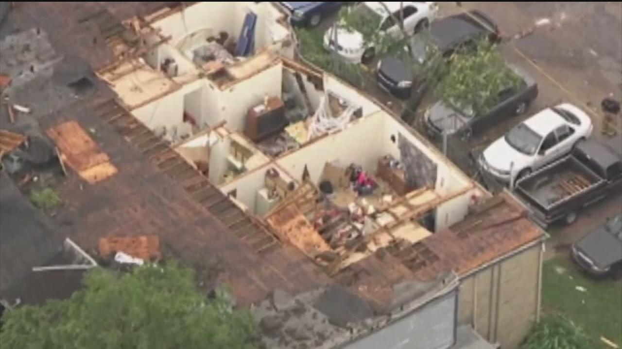 Tornado rips through SW Houston apartment complex
