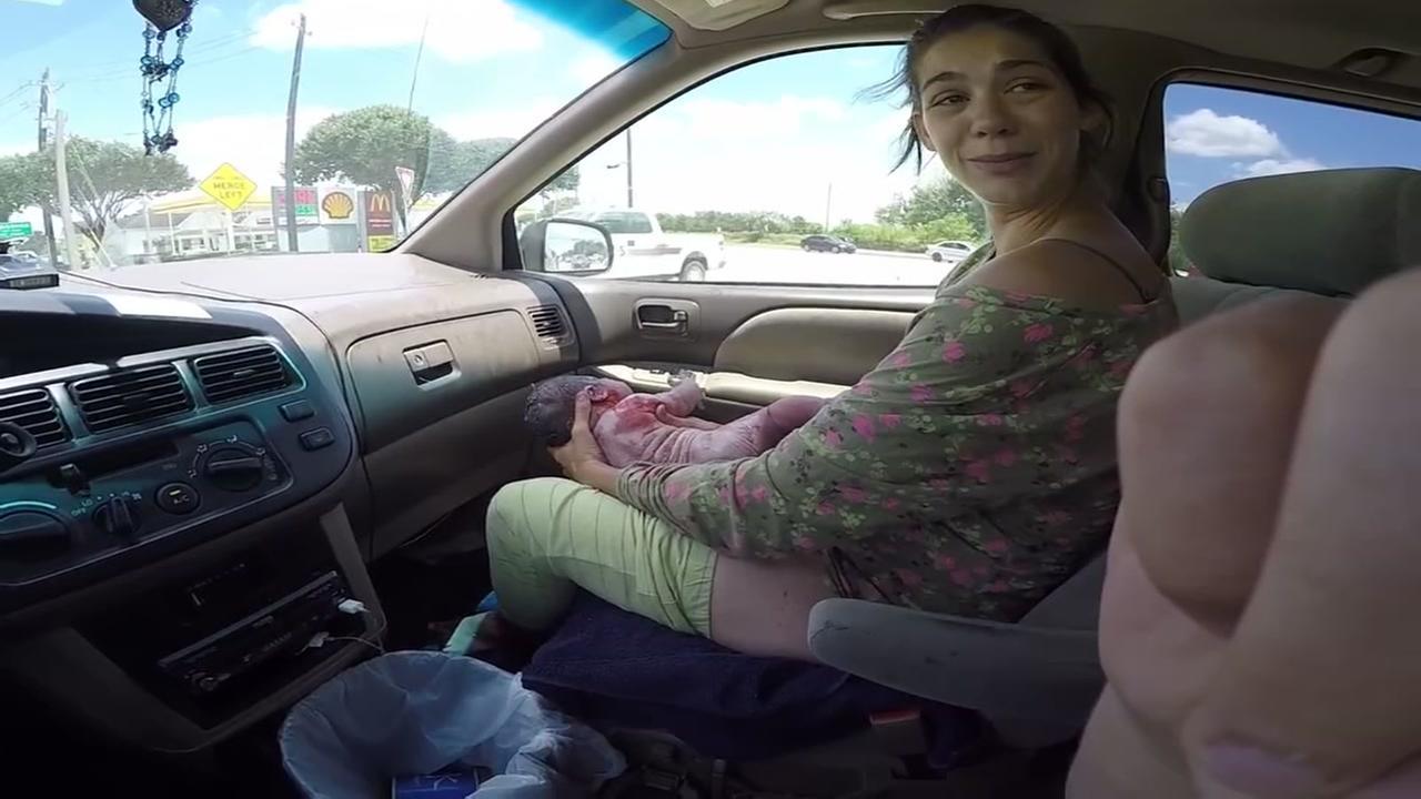 071715-ktrk-woman-birth-car-vid