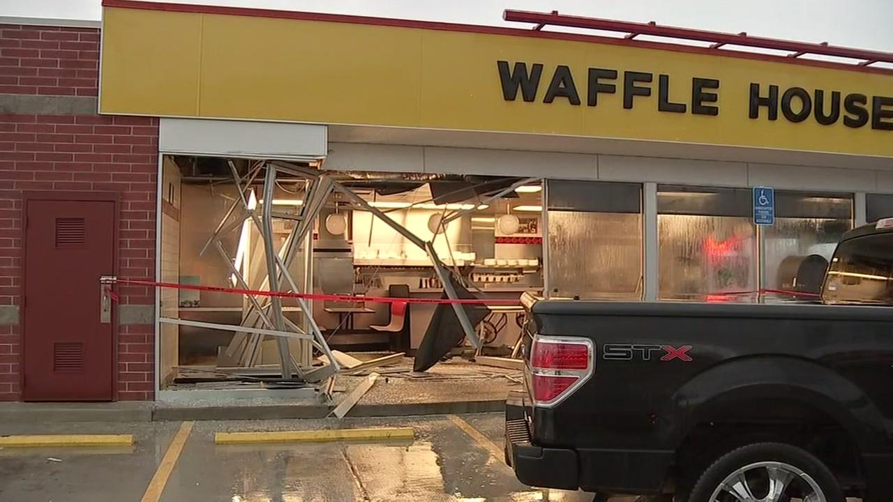091115-ktrk-waffle-house-crash-vid
