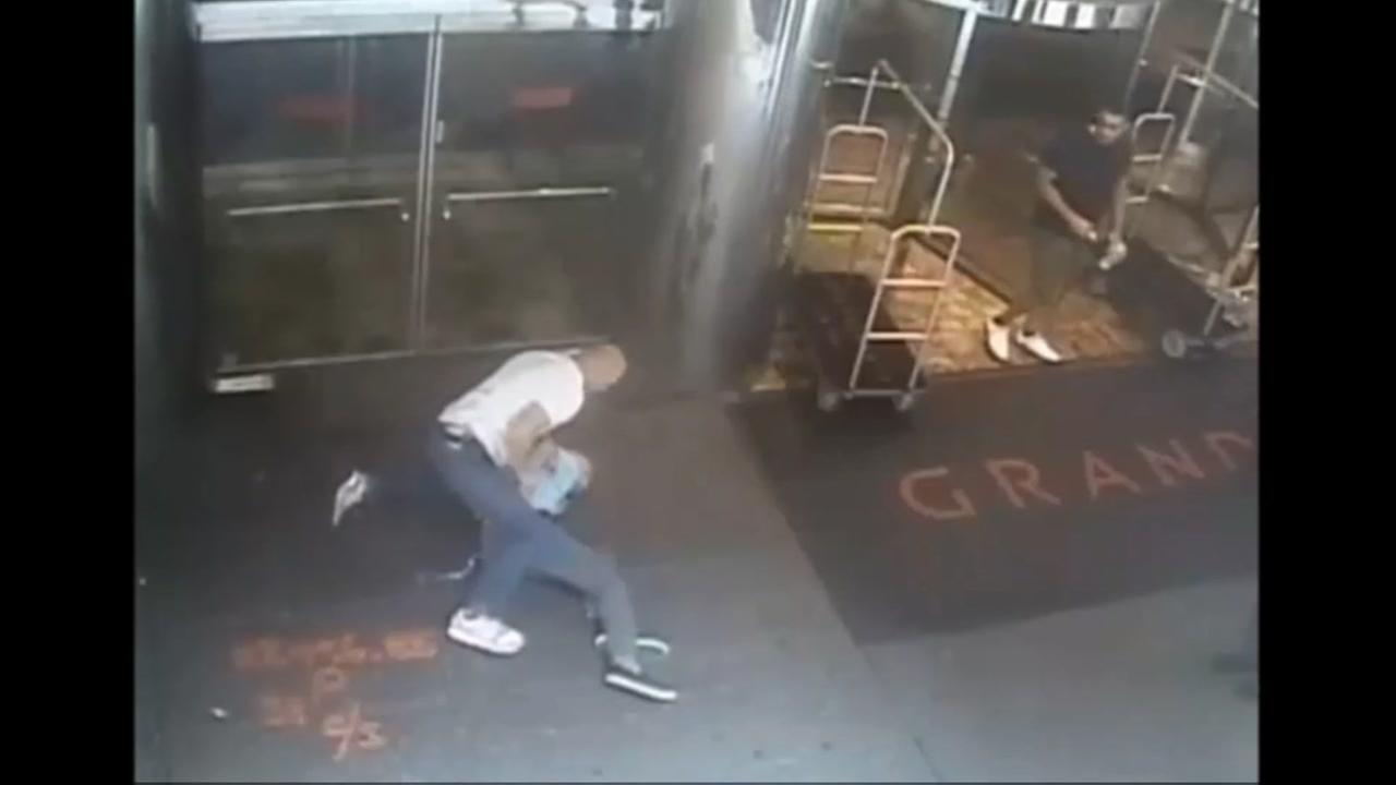091115-ktrk-flint-tracy-blake-arrest-video-vid