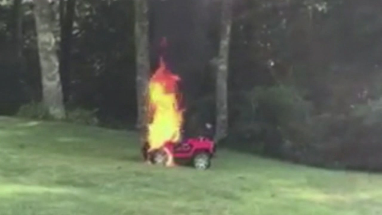 Mom saves children when toy car burst into flames