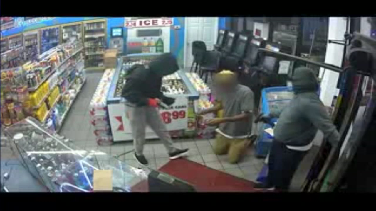 Suspects hold up customers and NE Houston Exxon