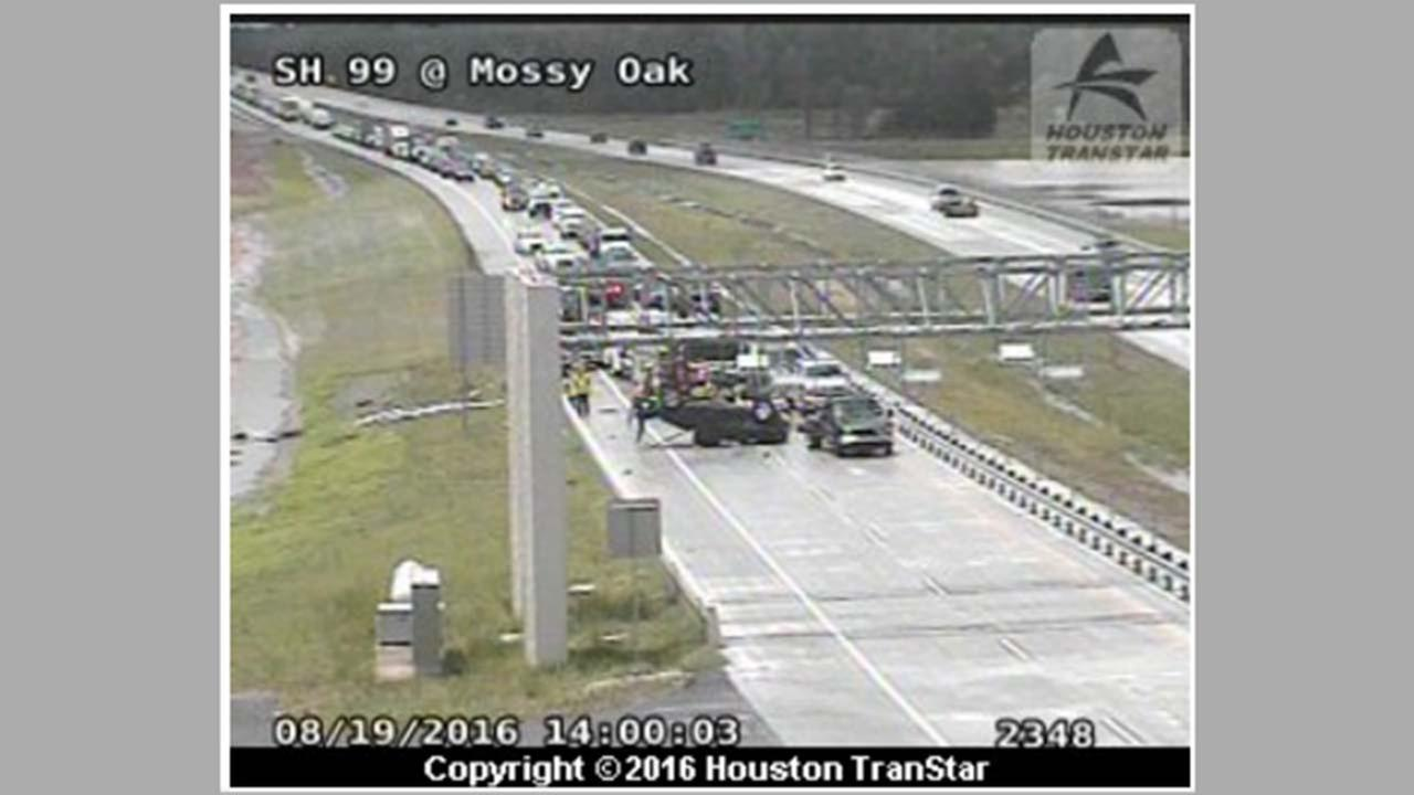 Pickup rollover wreck had blocked all EB lanes of SH-99 Grand Parkway at Mossy Oaks