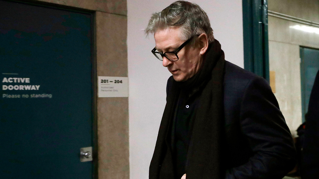 Actor Alec Baldwin arrives in a New York court, Wednesday, Jan. 23, 2019, for a hearing on charges that he slugged a man during a dispute over a parking spot last fall.