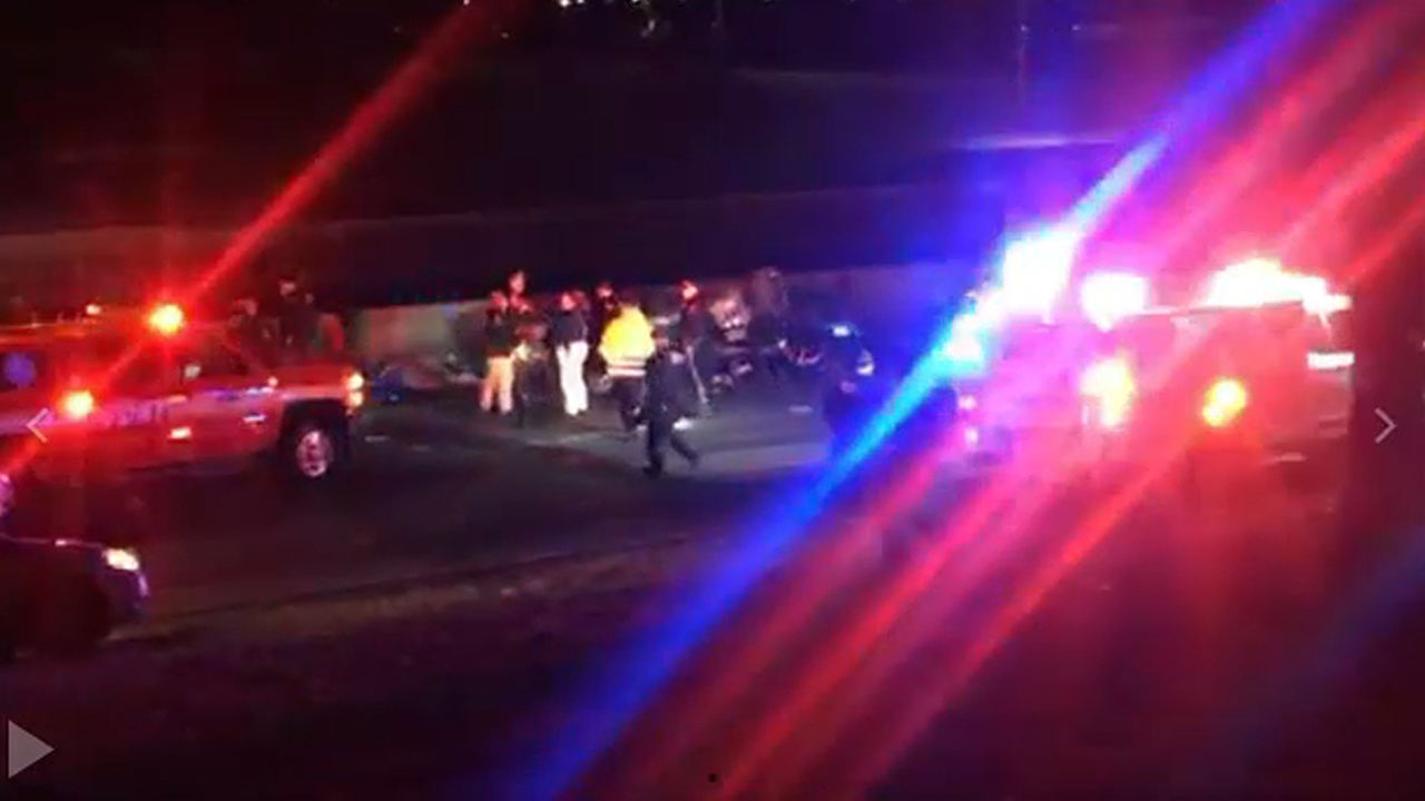 1 killed, 1 injured in car crash on Belt Parkway in Queens