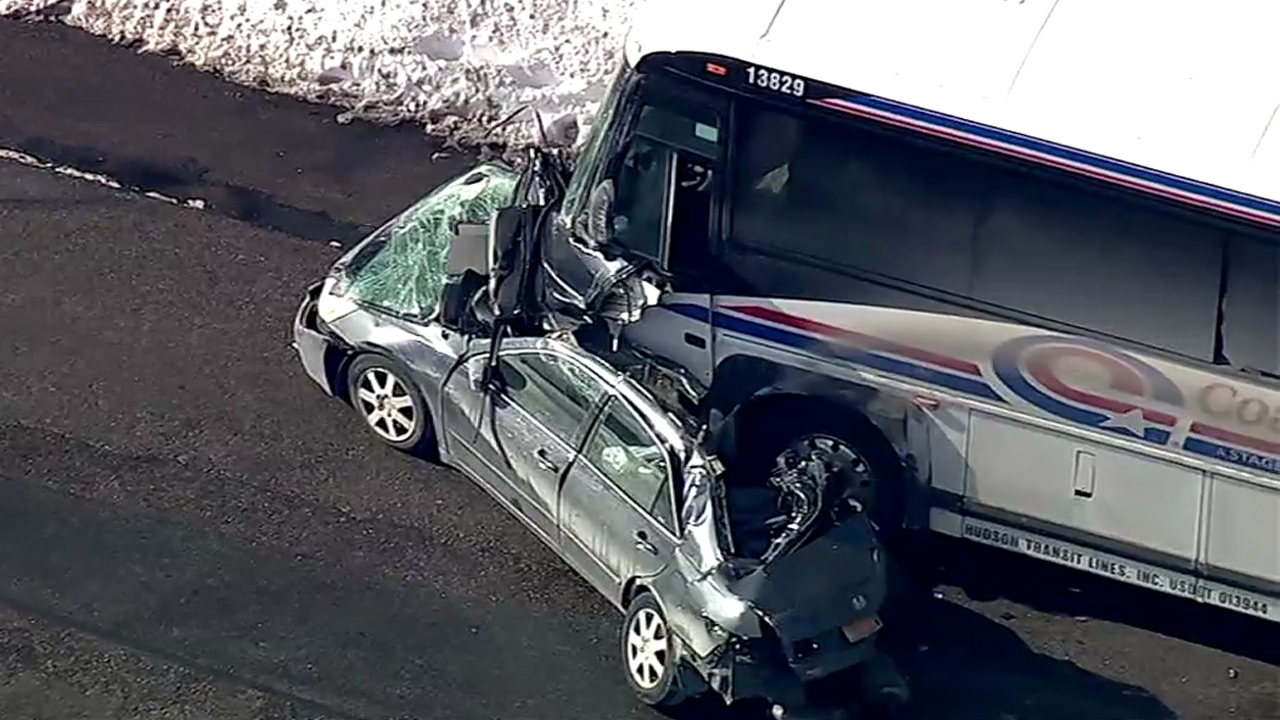1 dead in head-on crash involving bus, car on Route 17 in