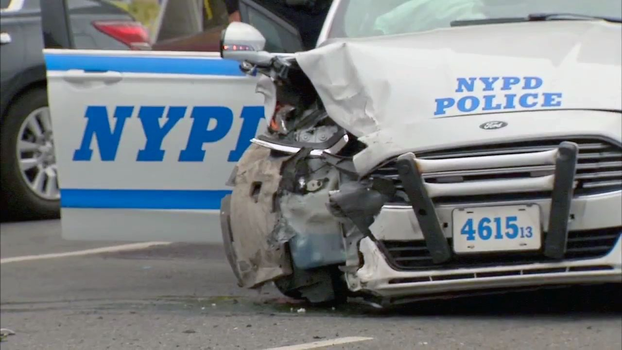 2 NYPD officers taken to hospital after crash with robbery