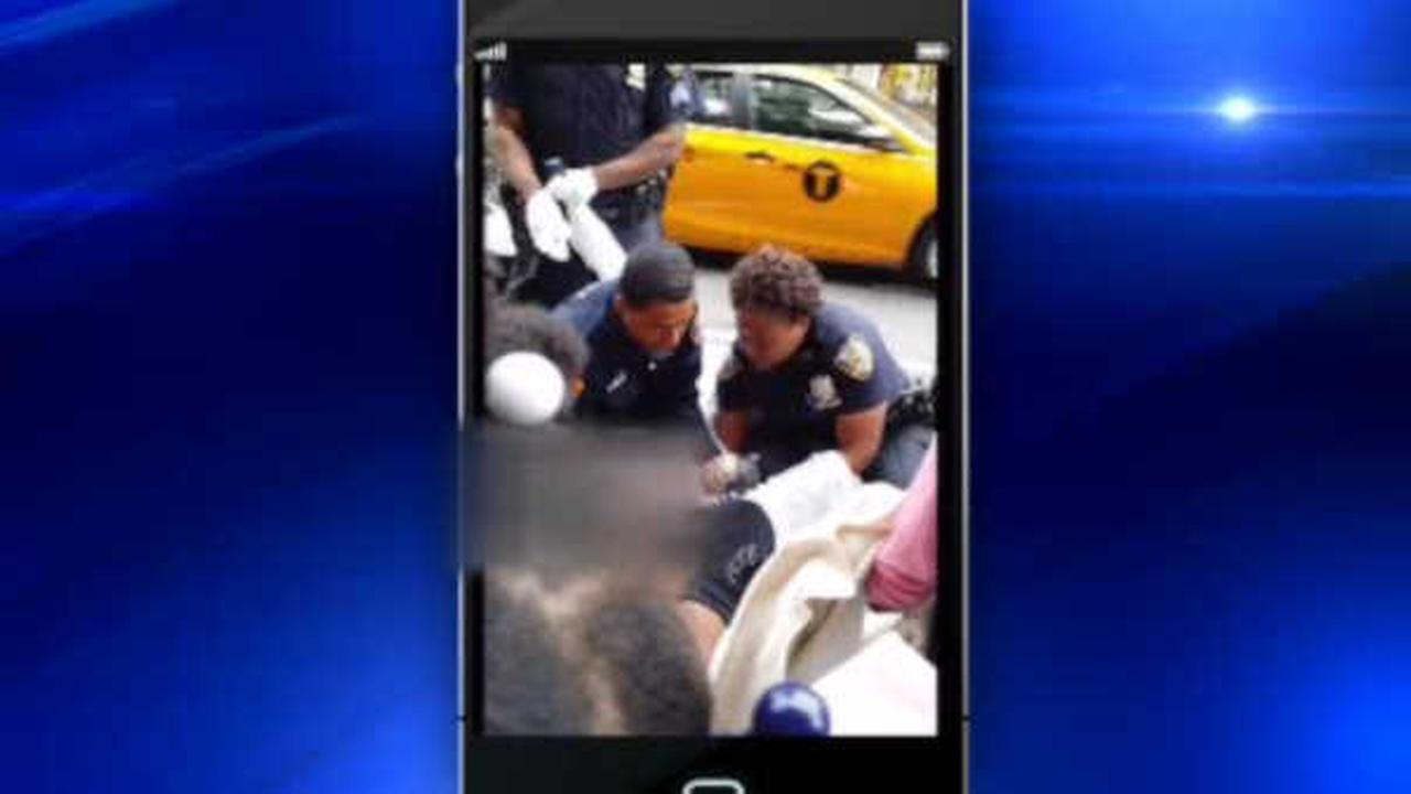 Woman gives birth on Downtown Brooklyn sidewalk