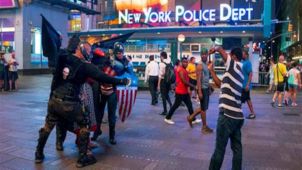 Mayor Bill de Blasio signs bill regulating Times Square characters