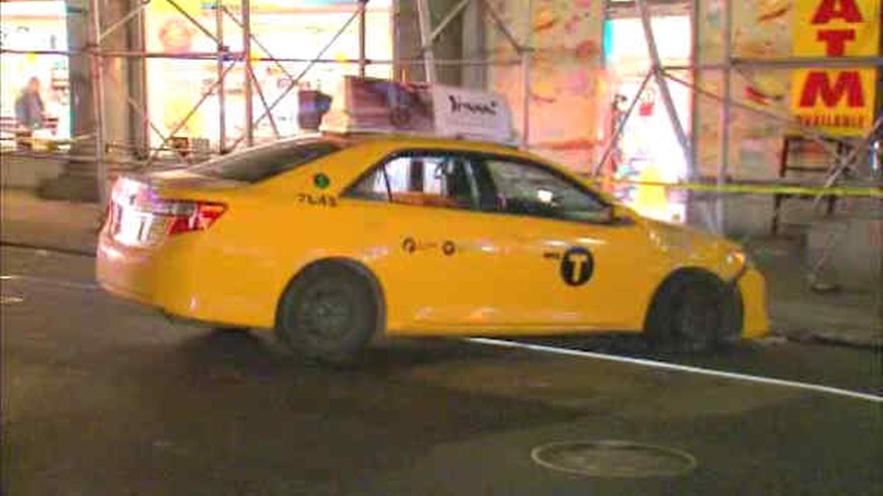 Out-of-control taxi slams into Midtown scaffold