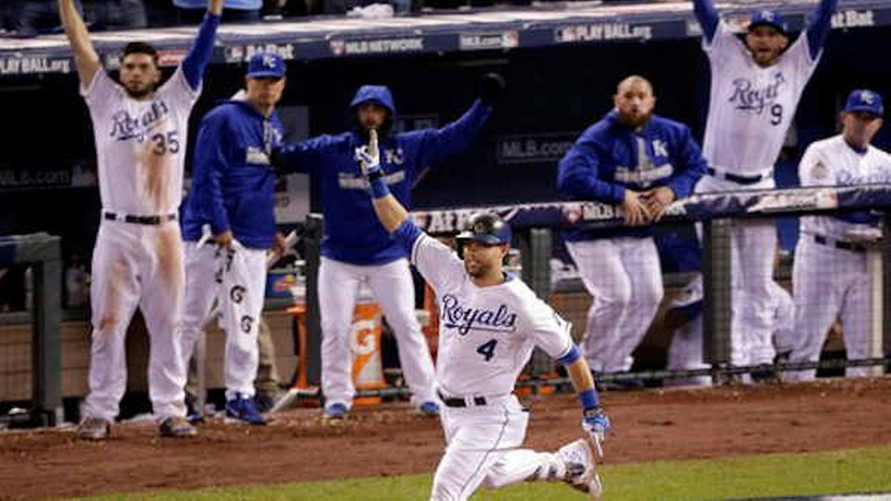 Royals Alex Gordon celebrates a solo home run during the ninth inning of Game 1.  (AP Photo/Charlie Riedel)