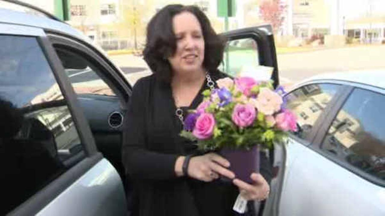 Cop gives flowers instead of ticket to woman speeding to see her dying mom