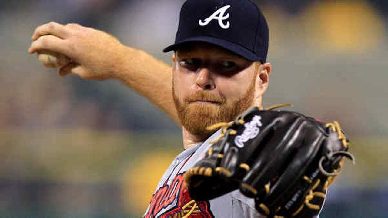 Braves pitcher Tommy Hanson delivers during the 1st inning of a game against the Pirates on Oct. 2, 2012.