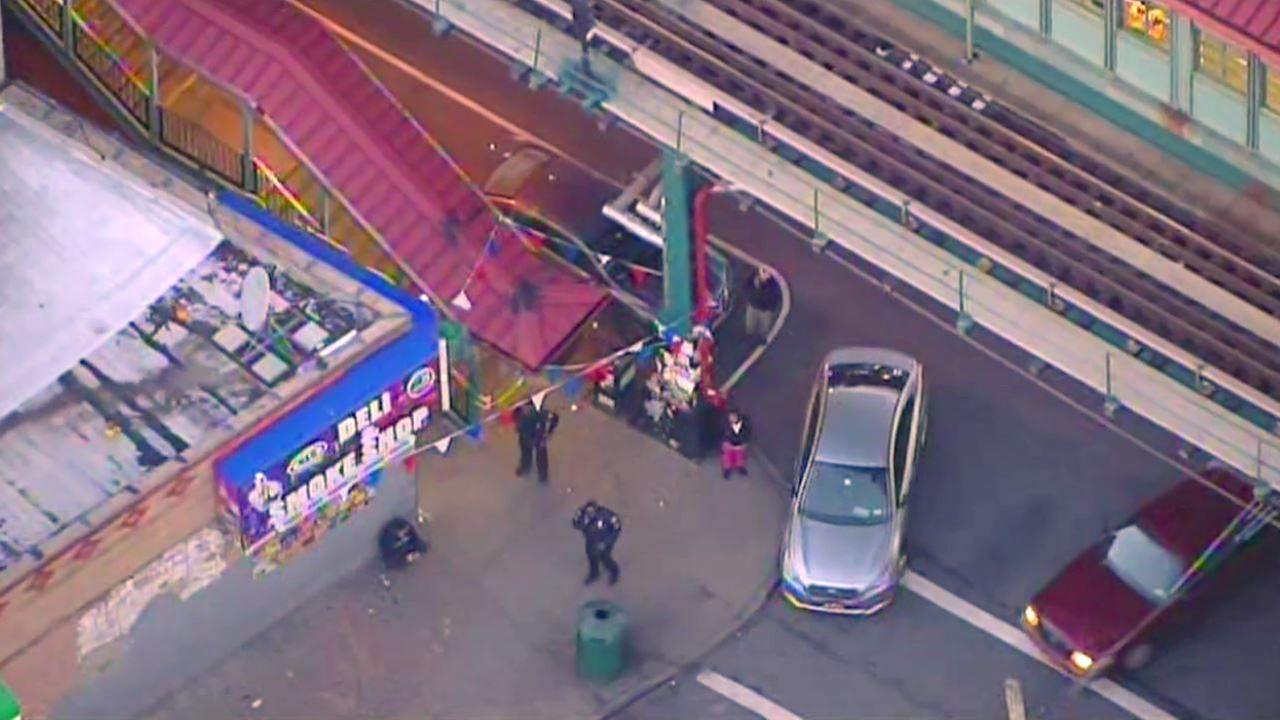 1 man stabbed, another punched inside subway station in Brooklyn